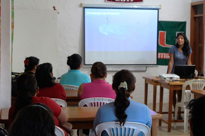 Community lecture 'Applied science in environmental education for the conservation of sharks in the Galapagos Islands'.