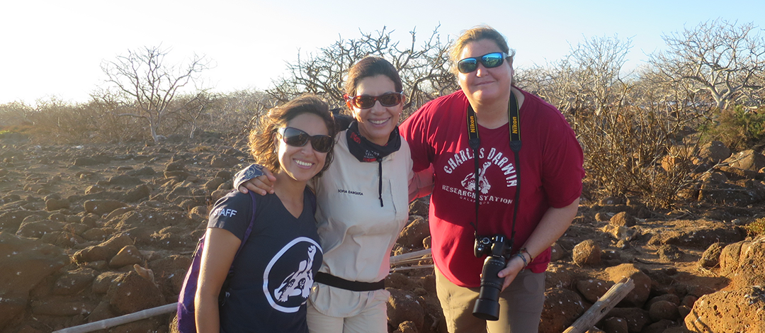 From left to right: Jacqueline Rodríguez (CDF), Sofía Darquea (naturalist guide), Inti Keith (CDF).