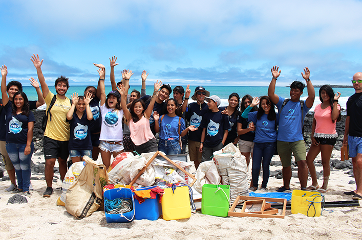 Beach clean-up developed by the Shark Ambassadors Club, Mingas por el Mar and Ecology Project International for International Coastal cleanup day