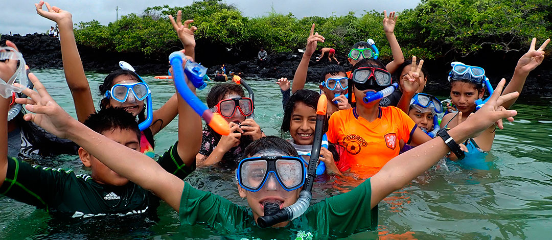"Students from the Caupolicán Marín school, Bellavista - Santa Cruz, snorkeling to identify  marine species during ""Marine Mornings""."