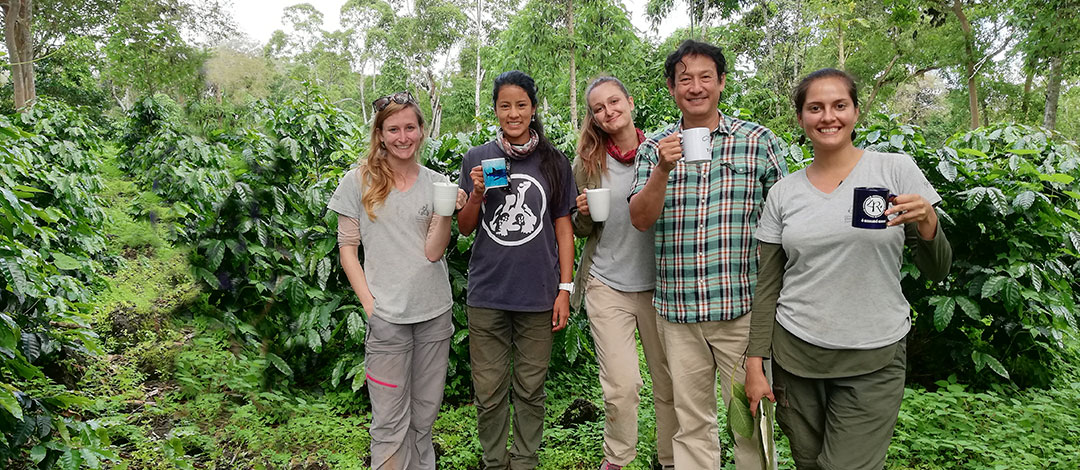 Galápagos Verde 2050 team enjoying a coffee from the plants grown on the farm of Mario Piu (pictured), one of the study sites for rural ecological restoration. Left to right: Yasmin Redolosis, Micaela Solís, María Guerrero, Mario Piu, Deniz Barreto