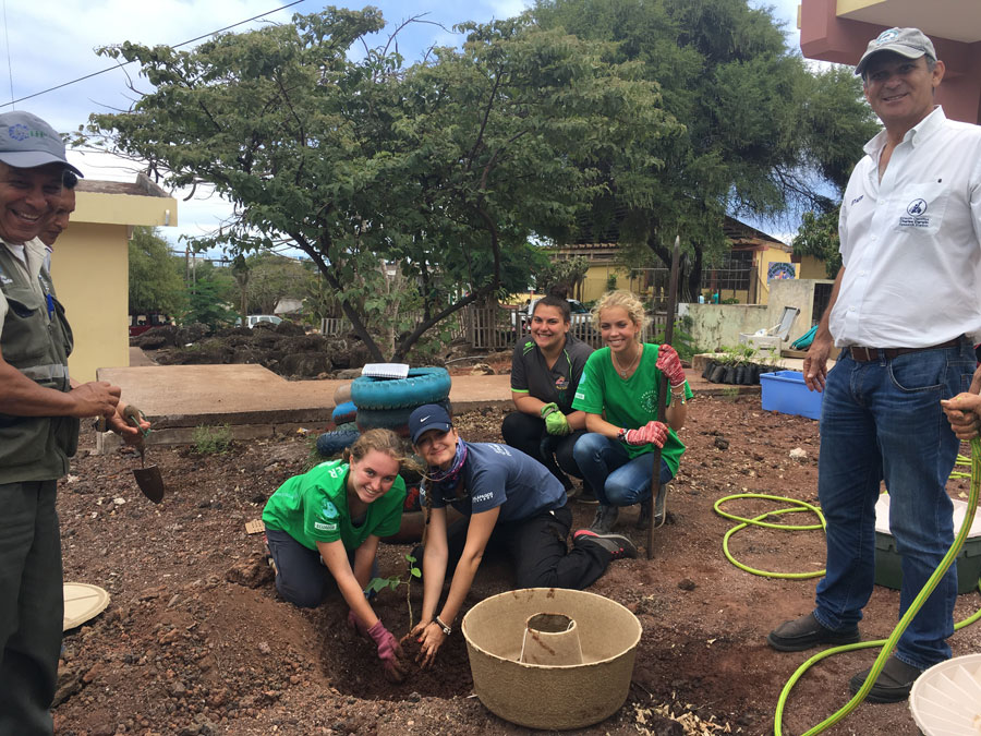 CDF staff, parkranger and volunteers installing Cocoon technology in Fiscomisional Humboldt School (San Cristóbal)