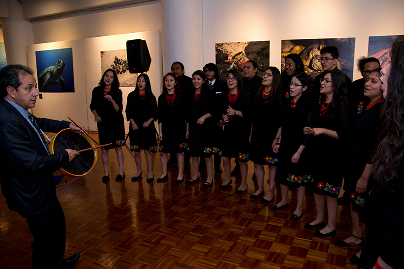 The Choir of the Catholic University presented a repertoire  during the opening of the exhibition