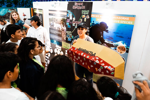 Marina Salido explaining how boats are one of the main vectors for the introduction of marine invasive species during the CDF open house 2019. Photo by: Andrés Cruz.
