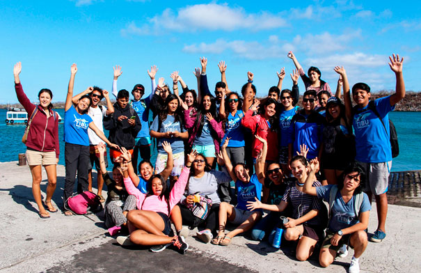 Shark ambassadors, teachers, naturalist guide and members of the Sharks Project during a fieldtrip in November 2017. Photo from: Daniel Unda, CDF.